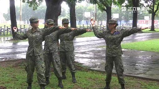 首擲手榴彈實彈 軍校女兵超緊張-女兵-入伍生-