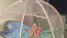 大陸選手躺蚊帳(圖/馮喆微博)