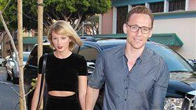 泰勒絲,Taylor,洛基,湯姆,希德斯頓,戀情,結婚(每日郵報 http://www.dailymail.co.uk/tvshowbiz/article-3733609/Reuniting-Taylor-Tom-Hiddleston-touches-LAX.html  http://www.dailymail.co.uk/tvshowbiz/article-3732797/They-100-cent-Taylor-Swift-Tom-Hiddleston-item-despite-raising-eyebrows-spending-TWO-weeks-apart.html)