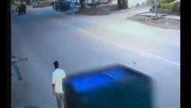 印度車禍(圖/翻攝自YouTube)
