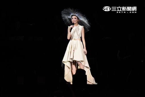 """歌手戴佩妮出道十六年首度登台北小巨蛋,""""賊""""世界巡迴演唱會盛大開唱"""