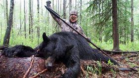 美國獵殺黑熊(圖/翻攝自鏡報)