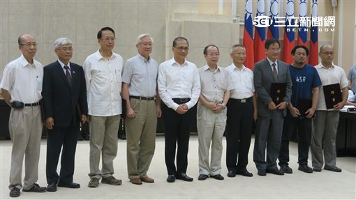 行政院節能減碳辧公室舉行第一次會議。(記者盧素梅攝)