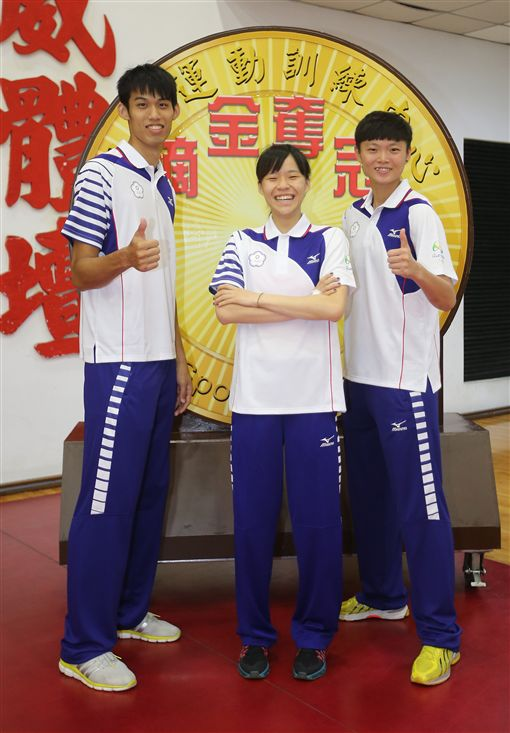 莊佳佳(右起)、黃懷萱及劉威廷(圖/ 中央社)