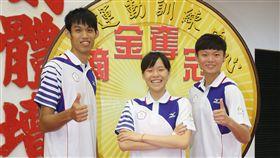 莊佳佳(右起)、黃懷萱分別 角逐女子67公斤級、女子49公斤級以及劉威廷挑戰男子 80公斤級。21日出席總統蔡英文授旗代表團活動,他們 也將持續備戰奧運賽事。  中央社