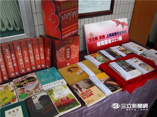 盼遊子與台灣緊密連結 文化部親赴上海台商子女學校贈書
