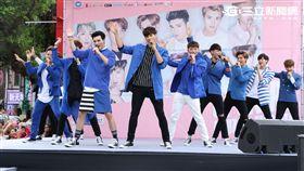 男子團體SpeXial十二團員齊聚現身台北西門町,舉辦新專輯