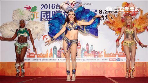 2016台灣國際旅遊展記者會,由巴西森巴舞孃開場,於8月26日世貿一館登場。(記者邱榮吉/攝影)