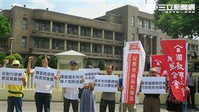 反教盟行政院抗議。(記者盧素梅攝)