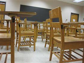 學校、老師、桌椅、學生(圖/翻攝自Flickr https://flic.kr/p/6r26iv)