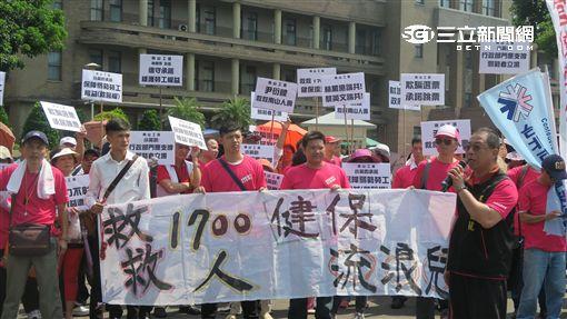 南山人壽業務員行政院抗議。(記者盧素梅攝)