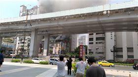 光華商場附近頂樓加蓋民宅大火(圖/翻攝自爆料公社)