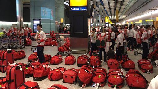 英國奧運代表團統一行李悲劇了(圖/取自470 Girls推特)