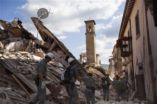 義大利,地震,罹難者,搜救,阿古莫里圖/美聯社/達志影像