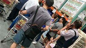 嘉義市警偷拍裙底風光(圖/綠豆嘉義人臉書)