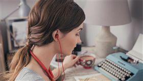 ▲超型音質無線享受 Sony h.ear系列藍牙耳機登台。(圖/Sony)