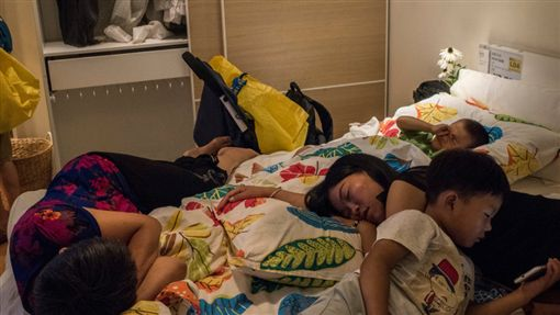 IKEA 睡覺http://cn.nytstyle.com/culture/20160829/shh-its-naptime-at-ikea-in-china/