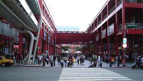 信義商圈-維基百科-https://upload.wikimedia.org/wikipedia/commons/a/af/The_Vie_Show_Cinema_Building_in_HsinYi_District_of_Taipei_City.JPG