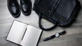 上班族,公事包,工作,職場(圖/Pixabay)