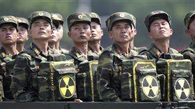 北韓,核武,背包,自殺(圖/美聯社/達志影像)