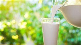 牛奶_shutterstock