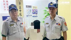 黃男在台北轉運站遭盤查竟吞毒躲避查緝(翻攝畫面)