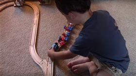 火車,倫理,道德,問題,邏輯,公平,工人,列車(https://www.youtube.com/watch?v=-N_RZJUAQY4)