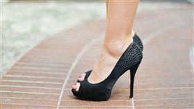高跟鞋,腳,女鞋(圖/Pixabay)