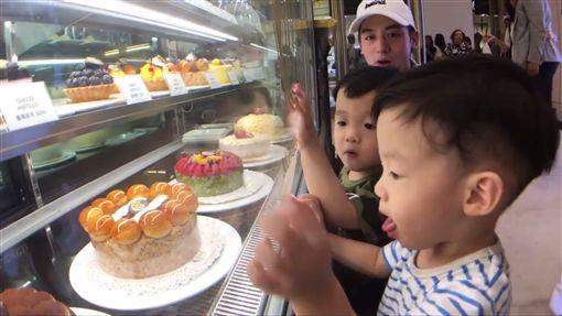 陳建州,蛋糕,飛飛翔翔,星二代 圖/翻攝自黑人 陳建州粉絲專頁