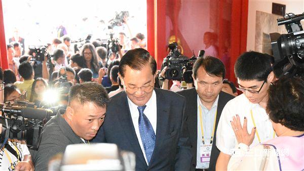 國民黨全代會 大頭 連戰 記者林敬旻攝