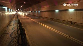 3超跑尬車 蘭潭隧道內跨越雙白線!