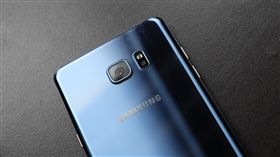 Samsung Galaxy Note 7 https://www.flickr.com/photos/thebetterday4u/29378115266/in/photolist-LPeh6n-KSi1bB-LLbbDf-LPeh4Z-LLbbvE-LPegXr-KShZTT-LPegR4-LLbbny-bo4h6a-7FBcfz-bsxW7K-bsb6iX-bo3GkR-bo4fJi-bo4fNr-bsarEM-LPegLV-LLbbcd-LPegFV-LLbb1b-LPegAV-LPegtv-KShZ9B-KShYSz-KRW3v9-LG3xXH-LL3wkW-KRW3pY-LL3w9J-LL3w1s-LP6RM6-LG3xFF-LL3vN3-LP6Rzc-LP6Rok-LP6RkV-LP6RdF-LP6R78-LG3x2V-LP6QVX-LG3wRp-LP6QNT-LG3wHP-LP6QHn-LG3wzc-LP6QwF-LP6QmR-KuVLS1-JRuVLL