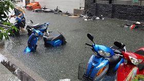 台南市淹水(圖/爆料公社)