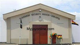圖/吾悅新聞網 http://www.myjoyonline.com/news/2016/September-5th/ankaful-prisoner-chops-off-another-prisoners-penis-over-sodomy.php