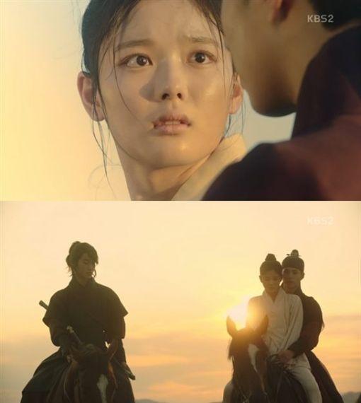 圖翻攝自韓網 雲畫的月光 朴寶劍