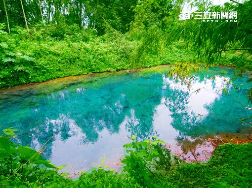 拉索埃的碧藍湧泉被讚為「藍色眼淚」。(圖/陳裕中提供)