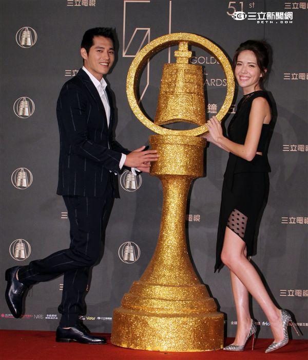 許瑋甯、藍正龍宣布105年度電視金鐘獎最佳男、女主角入圍名單。(記者邱榮吉/攝影)