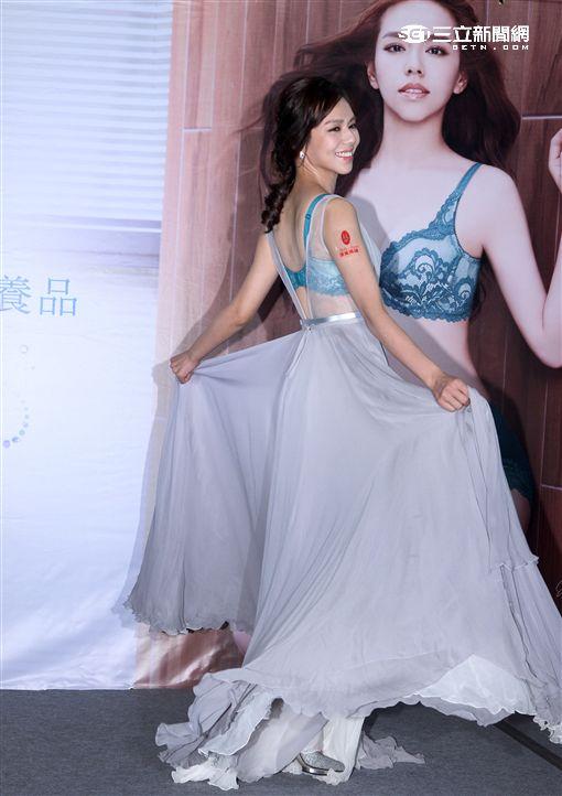 夏于喬展露自信峰采,美胸、美型、美肌一次擁有。(邱榮吉/攝影)