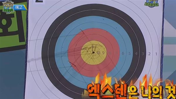 TWICE、周子瑜、射箭(圖/翻攝自《偶像明星運動會》官網)