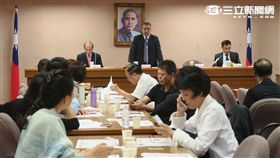 國民黨團會議。(記者盧素梅攝)