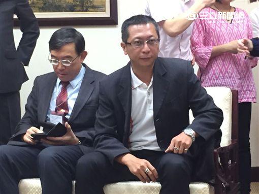 蔡政宏與北檢檢察長邢泰釗。潘千詩攝影