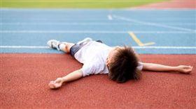 同學,男生,太累,倒地 圖/shutterstock/達志影像