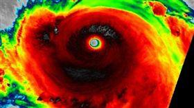 美國國家海洋暨大氣總署(NOAA)透過紅外線衛星照片觀測莫蘭蒂颱風。(圖/翻攝自美國國家海洋暨大氣總署)