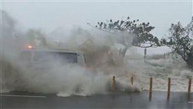 莫蘭蒂,救護車,海浪(圖/翻攝自臉書)