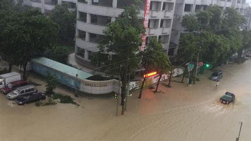 高雄淹水(圖/爆料公社)