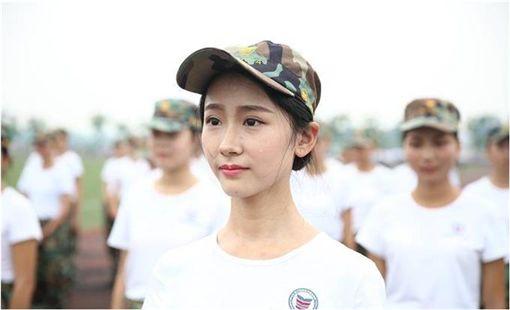 中國,大陸,軍訓,正妹 圖/翻攝自四川新聞網