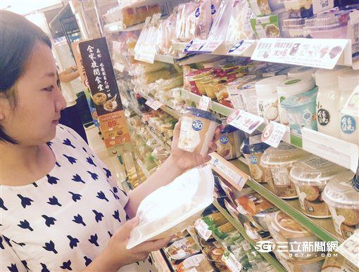 店員好忙!超商可以預購海鮮、吃義大利麵