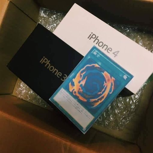 正妹網購iPhone 7 竟送來3+4?(圖/翻攝臉書)
