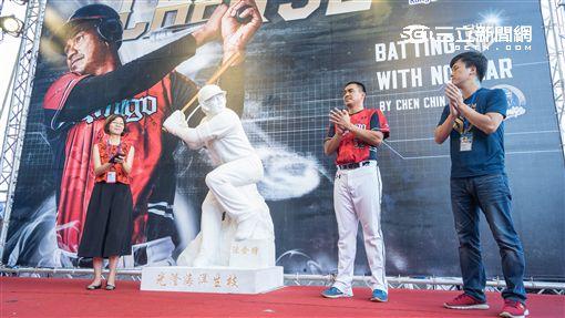 陳金鋒,引退,LAMIGO,雕像 圖/記者林敬旻攝
