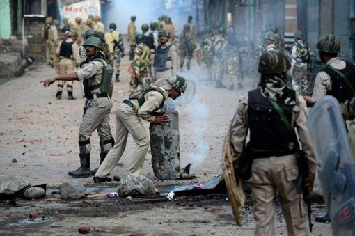 印度所屬喀什米爾一陸軍基地遭襲擊(圖/美聯社/達志影像)